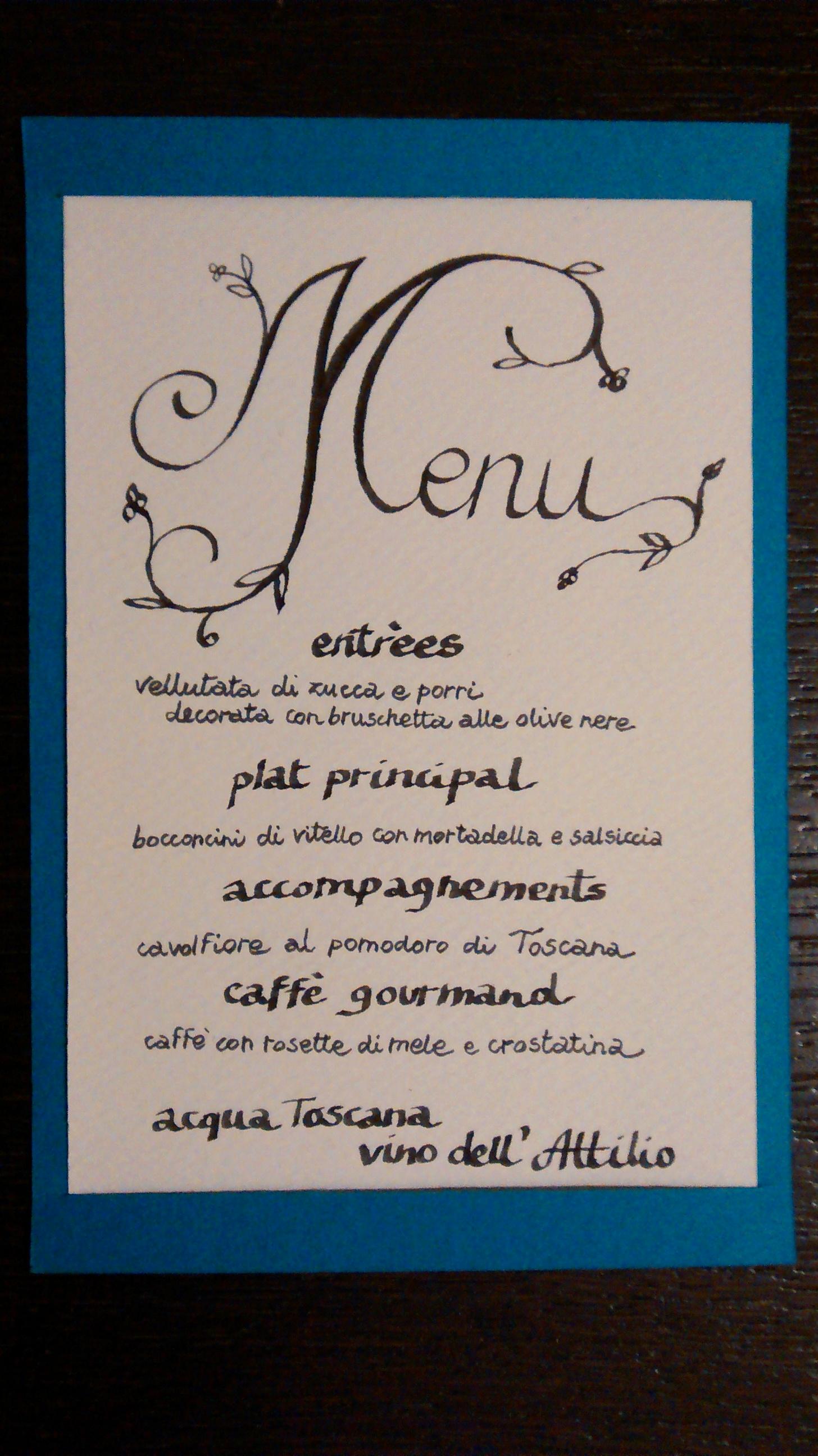 menù scritto a mano con penna per calligrafia